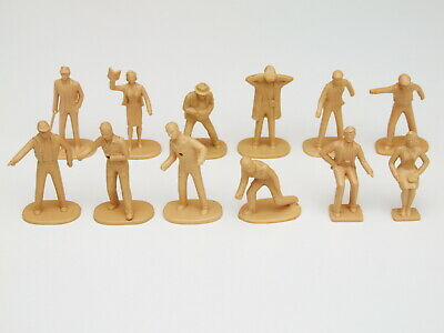 12 X Scalextric 1/32 Scale Trackside Figures - Unpainted • 14.95£