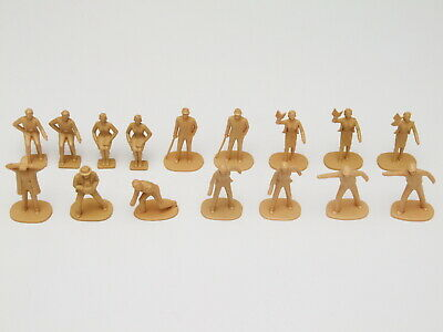 16 X Scalextric 1/32 Scale Trackside Figures - Unpainted • 18.95£