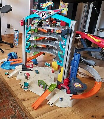 🚙Hot Wheels Ultimate Garage With Shark, 100% Complete Fab Condition With Cars🚘 • 36£