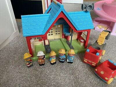 **ELC Happyland Fire Station With Sounds Figures & Fire Engine + Extras Bundle** • 6.50£
