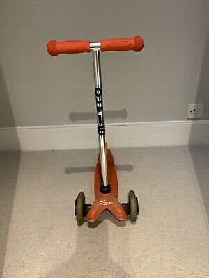 Mini Micro Scooter - Red With Dinosaur Wheels. Collection, London SW2 • 8£