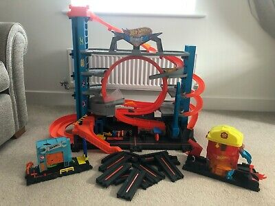 Hot Wheels City Ultimate Garage With Shark Attack, Fire House & Gator Gargage At • 21.70£