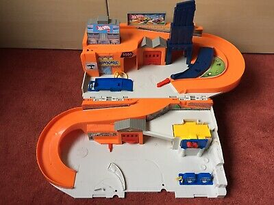 Hot Wheels Garage Playset By Mattel 2015 - Folds Up For Storage • 15£