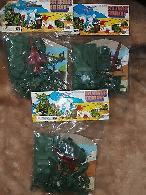 Job Lot Of Vintage WW2 Plastic Toy Soldiers • 12.10£
