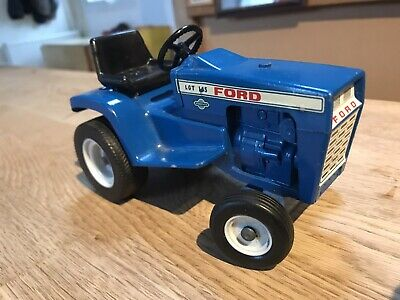 Vintage Toy Tractor • 29£