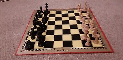 Wooden Staunton Chess Pieces And Board  • 6£