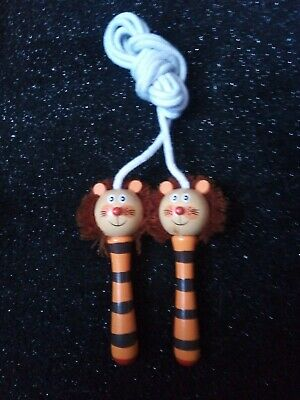 Childrens Lion Wooden Handled Skipping Rope • 1.50£