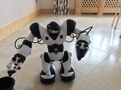 RC Robot Suitable For 6 Years Upwards - Excellent Condition • 30£