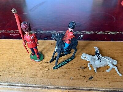 Crescent And Other Toy Soldier Guards X3  • 5£