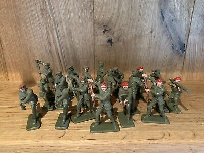 Crescent 60mm British Paratroopers X19 • 4.75£