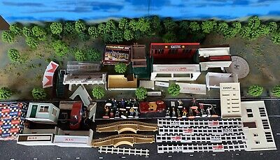 Scalextric Job Lot Of Vintage People Buildings And Bits • 45£