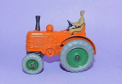 * Vintage  *  1948 - 1954  *  Dinky Toys  *  No 27a  *  Massey Harris Tractor * • 15£