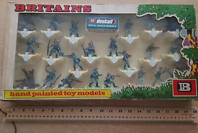 Large Boxed Britains Deetail WW2 German Infantry 18 Figures (lot 3233) • 106£