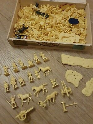 Box Of Vintage Miniature Plastic Soldiers Figures Models • 7.50£