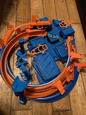 Hot Wheels Criss Cross Crash Track Set. • 6.40£