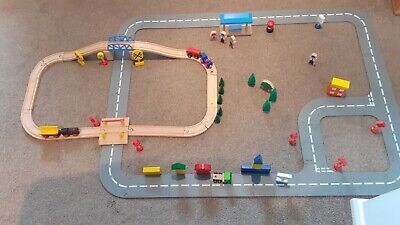 Wooden Train Set With Roadway Layout And Accessories • 16.79£