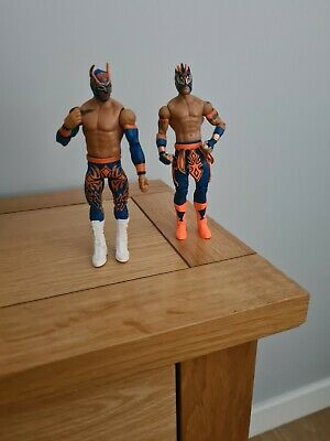 WWE Sin Cara And Kalisto Wrestling Figures • 10£