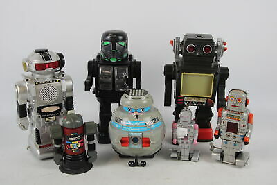 7 X Assorted Vintage TOY ROBOTS Inc Clockwork, Tinplate, Japan, Battery Operated • 25£