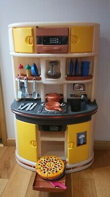 Step 2 Play Kitchen Pretend Play • 40£