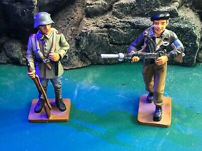 Del Prada Made Figures.1 X French Resistance Fighter  1 X German Warrant Officer • 48.50£