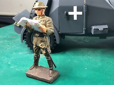Lineol British  Soldier / Officer Holding Map 1/24  - 70 Mm  • 28.50£