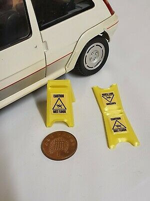 1:18 Scale WET FLOOR SIGNS X2 For Garage Diorama • 4.99£
