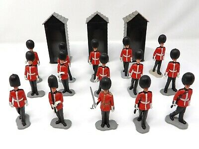 Vintage Timpo Series 2 Guards X 15 + 3 Guard Huts. All With Bearskin Tall Caps. • 24.99£