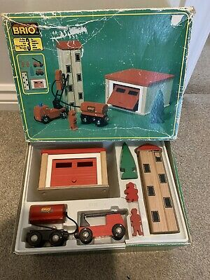 **EXTREMELY RARE** BRIO WOODEN FIRE STATION MADE IN SWEDEN VINTAGE (Thomas Etc) • 7.50£
