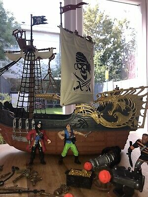 Kids Pirate Ship With Accessories. Lovely Condition!  • 4£