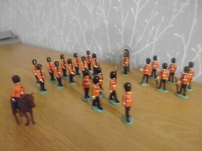 Plastic Toy Soldiers 1/32 Herald Coldstream Gaurds • 20£