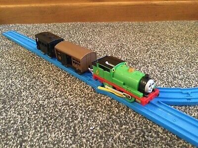 Tomy Thomas Trackmaster Percy With 2 Goods Wagons (1) • 12.99£