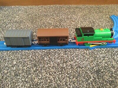 Tomy Thomas Trackmaster Percy With 2 Wagons (2) • 12.99£