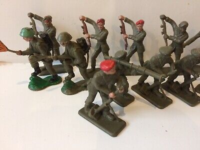 Vintage Crescent Toy Soldiers • 9.99£
