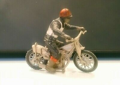 BRITAINS 9684a 'SPEEDWAY RACER MOTORCYCLE. WHITE RIDER. 1:32 VINTAGE.  • 5£