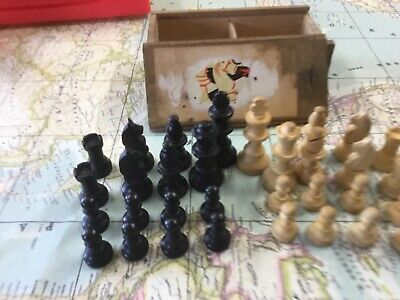 Vintage Boxed Wooden Chess Pieces (Complete Set) • 12.50£