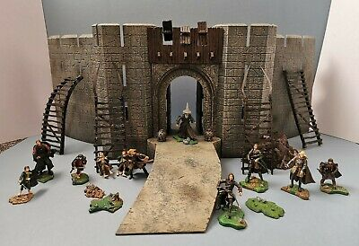 Lord Of The Rings Helm's Deep Castle - Rare With Mini Figures  • 34.95£