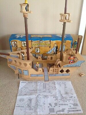 Large Wooden Pirate Ship Playset With Plenty Of Figures & Accessories 27  Long • 16.99£