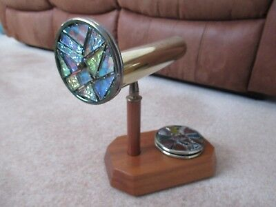 Kaleidoscope - Brass With Wooden Handle & 4 Coloured Glass Discs • 75£