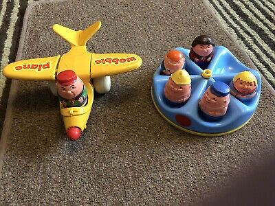 Vintage WEEBLES FIGURES AREOPLANE & ROUNDABOUT • 6£
