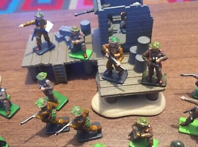 1:72 Scale WW2 British Army Figures X 50, Nicely Painted Plus 2 Diorama Pieces. • 12£