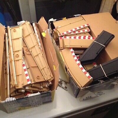 Scalextric 1:32 Track Borders & Barriers - JOB LOT - 150 Borders  • 120£