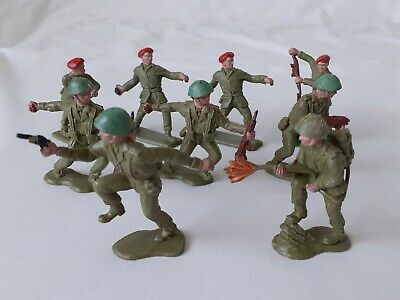 9 X Vintage Crescent Plastic WW2 Soldiers Inc. Red Berets, Flame Thrower, Etc • 5£
