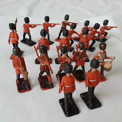 18 X Vintage Plastic Crescent Grenadier Guards - Soldiers And Military Band • 5£