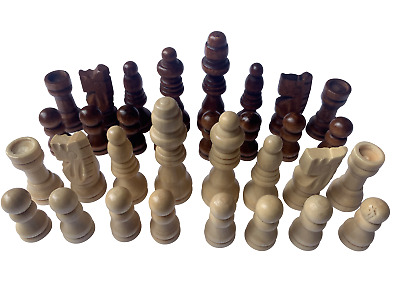 Set Of 32 Chess Pieces / Men In Black And Cream • 4.99£