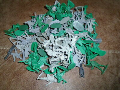 Bundle Of Over 100 Green And Grey Plastic Soldiers - Bundle No. 2 • 4.99£
