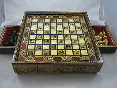 Vintage Chess Board And Chessmen • 50£