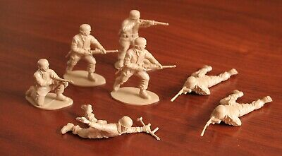 Army Soldiers German Sand Beige Plastic Set Of 7 Mint Condition • 12£