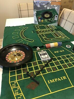 12 X Casino Game Sets (5 In 1) Plus 80 X Vegas Casino Photo Booth Props & Hats • 39.99£