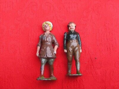 Britains Vintage Lead Farm Figures Of Two Land Army Girls. • 10£