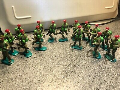 Timpo Gt. Britain Red Beret Army Soldiers Job Lot X14 Green Bases • 16£